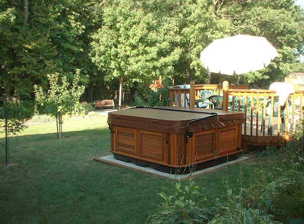 arctic-spas-hot-tub-in-back-yard-1